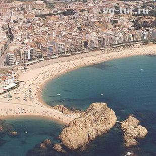 Бланес – тихий зеленый городок в испанской провинции Жирона