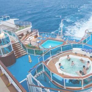 лайнер с бассейнами